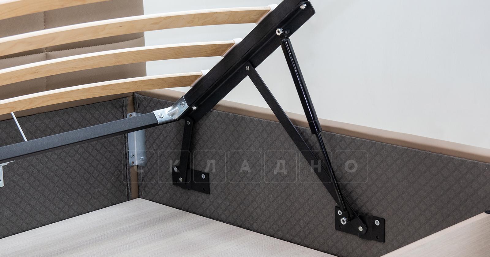 Мягкая кровать Хлоя 160 см капучино с подъемным механизмом фото 10 | интернет-магазин Складно