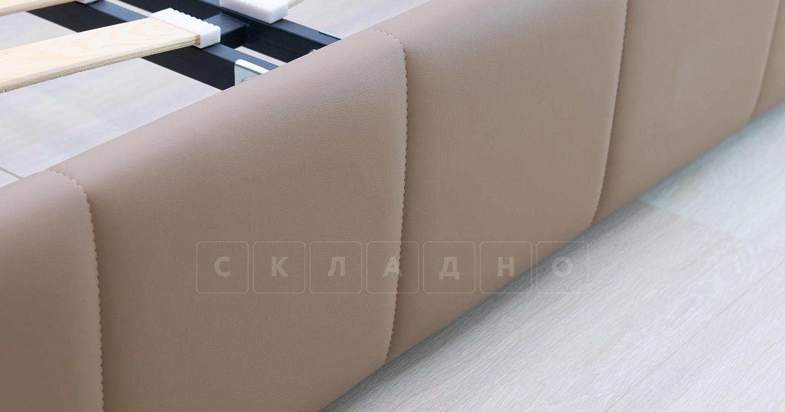 Мягкая кровать Хлоя 160 см капучино с подъемным механизмом фото 6 | интернет-магазин Складно