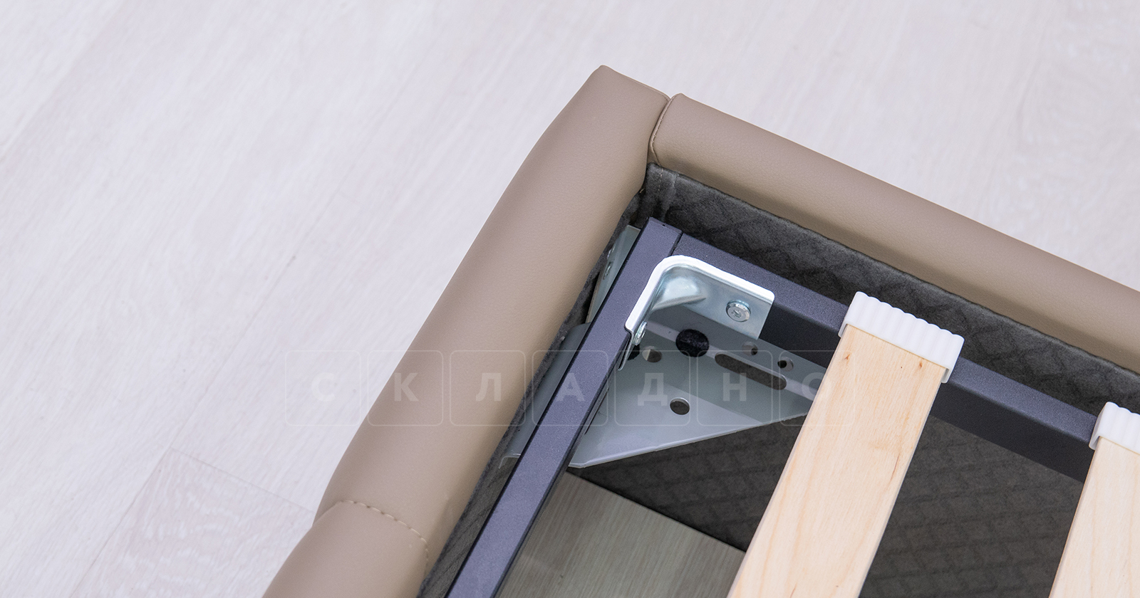 Мягкая кровать Хлоя 160 см капучино с подъемным механизмом фото 8 | интернет-магазин Складно